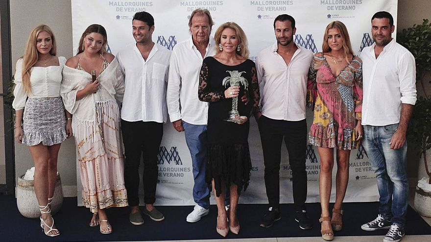 Norma Duval recibe el premio Mallorquín de Verano 2021 arropada por los suyos en una noche llena de emoción