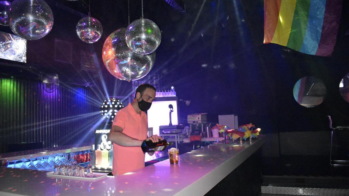 Javier Rodríguez es el propietario del bar Urano, que abrió sus puertas hace ya 22 años.