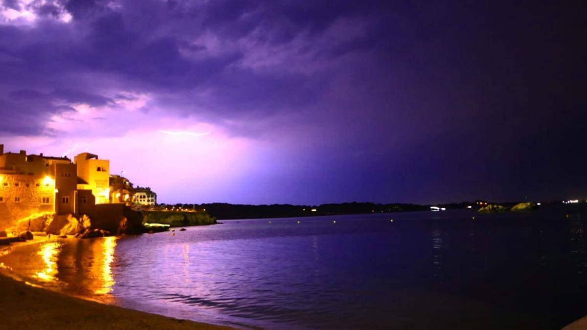 Tempesta elèctrica ahir la nit des de la platja de l'Escala