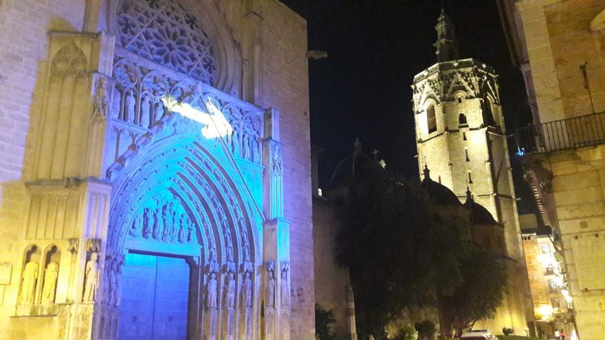 Qué es la flecha de luz que ha aparecido en la puerta de la catedral de València