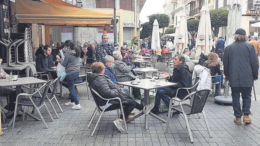 Außenflächen der Bars auf Mallorca sind trotz Corona voll