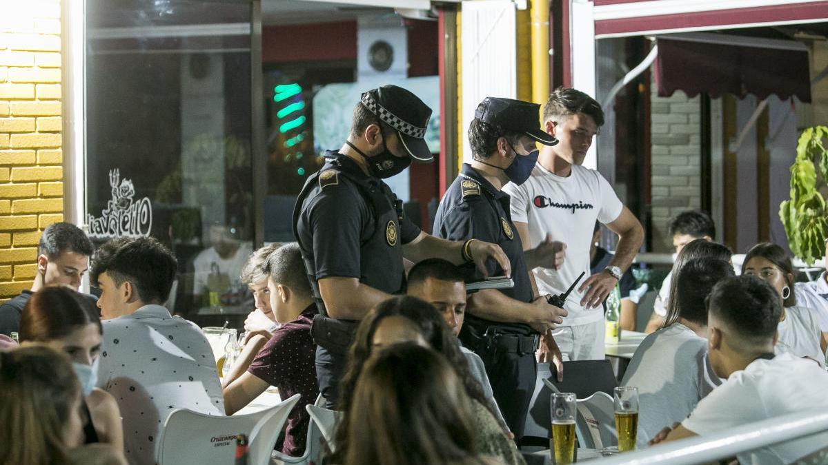 Dispositivo policial en Alicante durante un viernes noche
