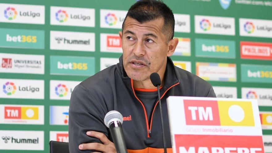 Almirón: «El Elche ha avanzado en  el parón y ahora tenemos gente para jugar mejor»