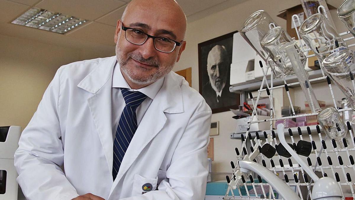 El secretario general de Investigación, Desarrollo e Innovación de la Consejería de Salud, Isaac Túnez.  | A.J.GONZÁLEZ