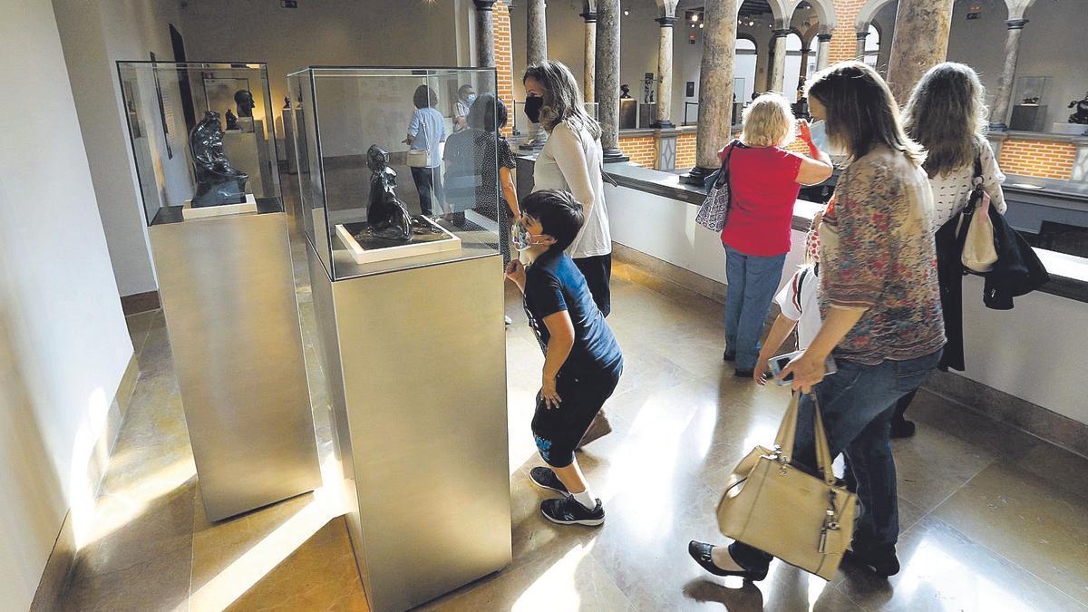 El Museo Pablo Gargallo de Zaragoza registró este martes una buena asistencia de público durante el Día Internacional de los Museos.