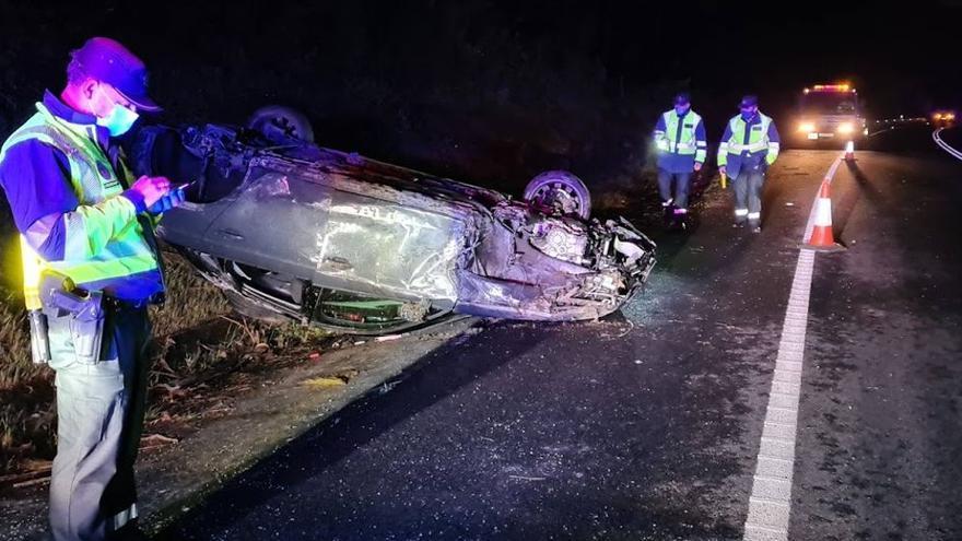 Una joven ebria salva la vida tras volcar su coche en Vilagarcía