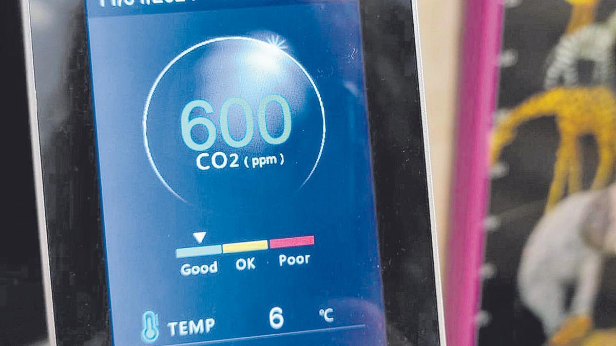 Un medidor de temperatura en un aula marca 6 grados el pasado lunes.