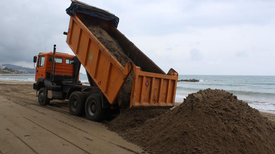 VÍDEO   Benicàssim aportará 5.500 toneladas de arena para mejorar sus playas