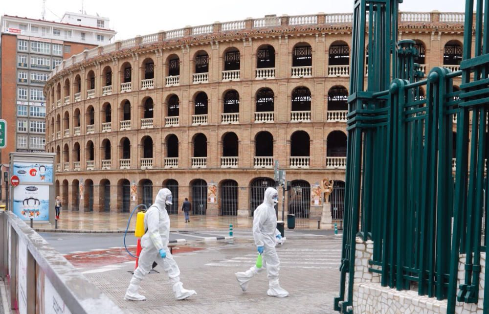 La UME desinfecta la estación Sorolla de València