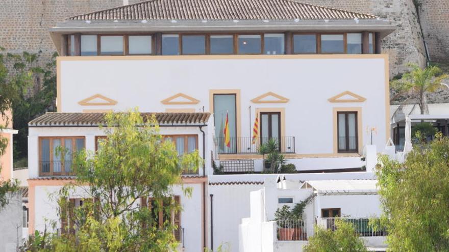 Sancionada con 8.775 € una empresa de alquiler y venta de coches en Ibiza