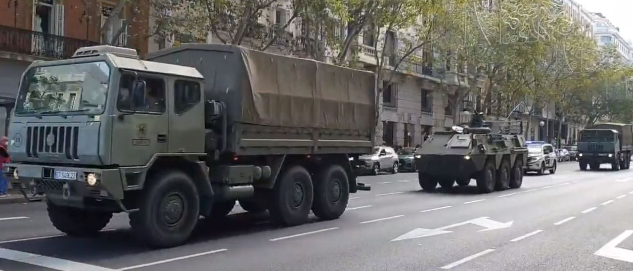 Un falso Ejército con tanques toma las calles del centro de Madrid para un rodáje de Amenábar.