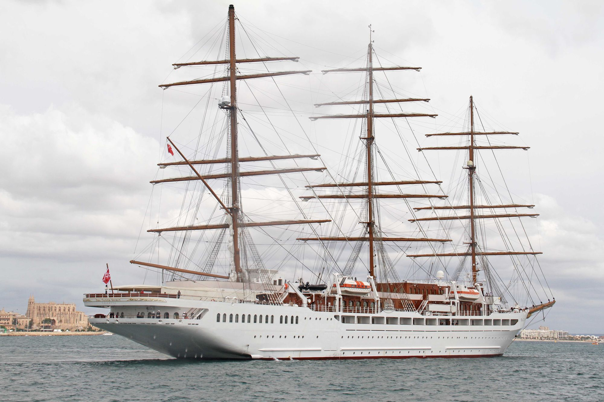 Llega a Palma el 'Sea Cloud Spirit', la joya de los mares amadrinada por la infanta Elena