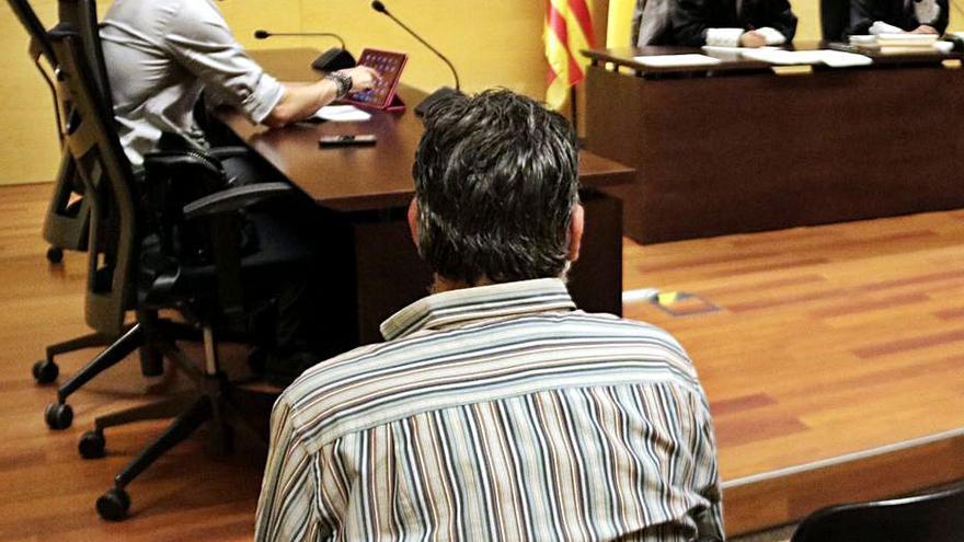 A judici un acusat de maltractar, pegar i violar la parella repetidament a Roses