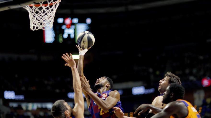 El Valencia Basket deja fuera de combate al Barça