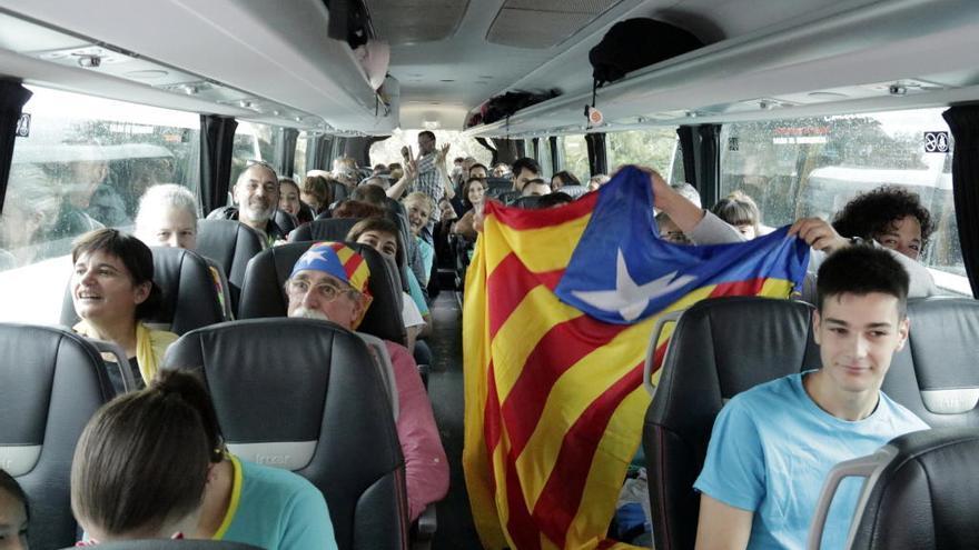 """Més de 20 busos surten de Girona cap a la manifestació de la Diada: """"Agafem forces per respondre a la sentència"""""""