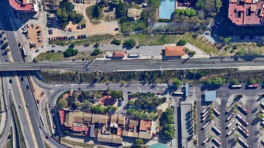 Adif apoya el plan de regeneración de los taludes del tren en Sant Isidre