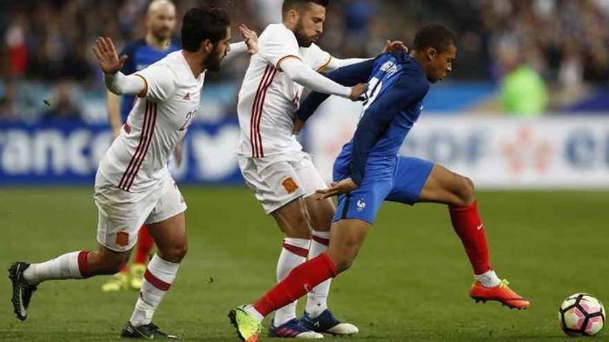 El Mónaco amenaza a quienes contacten con Mbappé