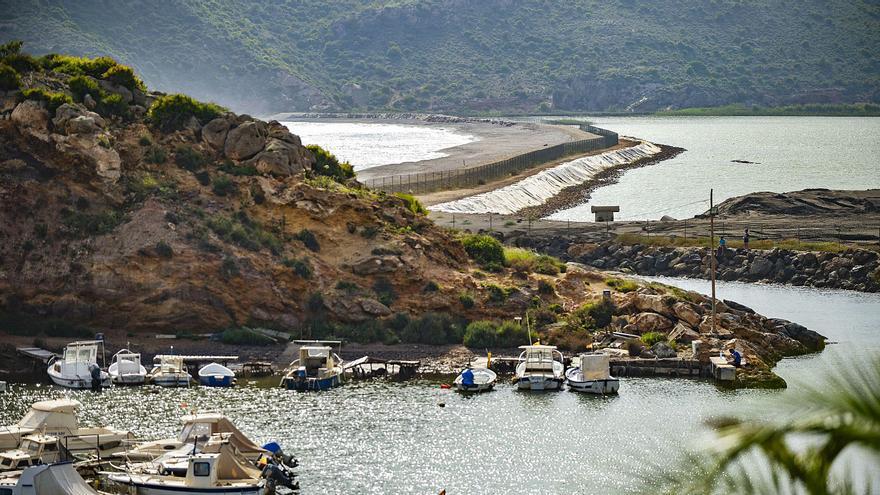 La regeneración de la bahía de Portmán vuelve a enfrentar al Gobierno regional con el Miteco