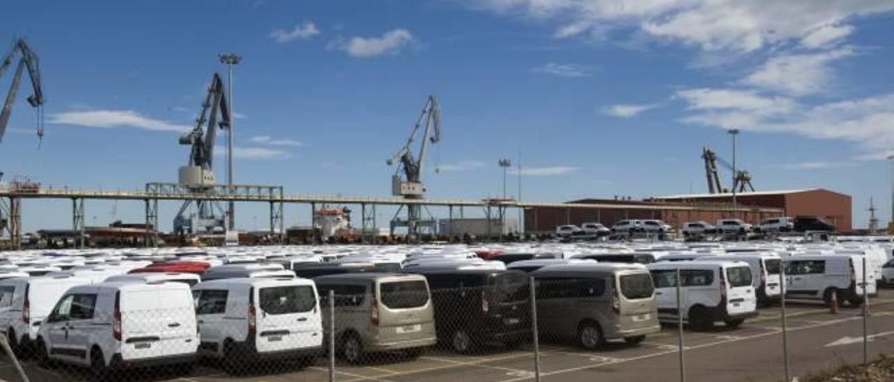 Nuevas marcas de coches negocian exportarpor el puerto de Sagunt