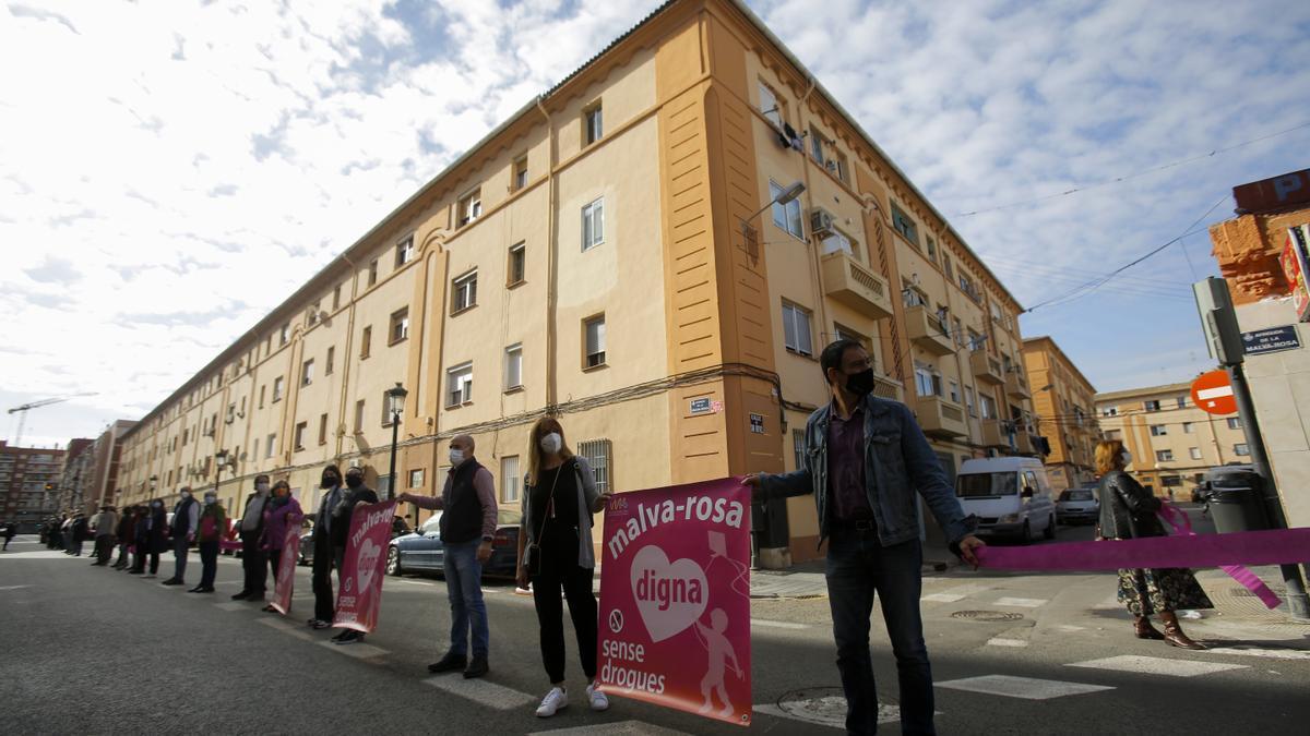 Protesta d'Amics de la Malva per a reclamar la dignificació del barri i una sèrie de millores urbanístiques i socials.