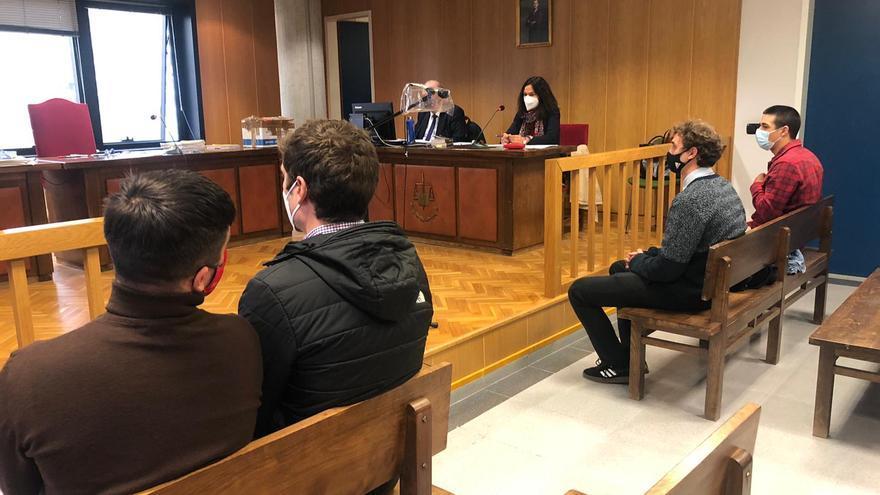 Condenados cuatro jóvenes en Vigo por hacer grafitis en un vagón de Renfe