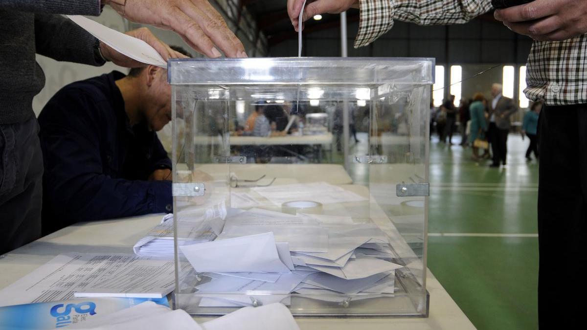 Una urna en las pasadas elecciones autonómicas. // Bernabé/Javier Lalín