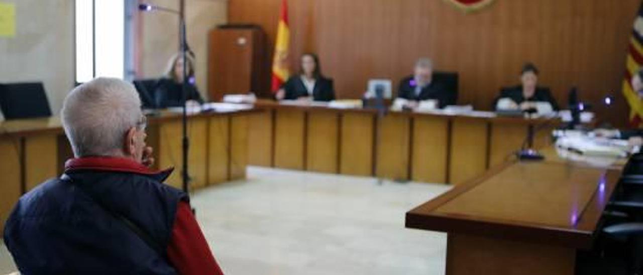 El acusado, ayer durante el juicio celebrado en la Audiencia Provincial de Palma.