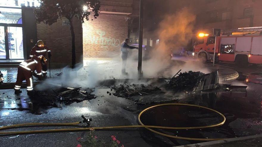 Dos detenidos por quemar cuatro contenedores en Torrent tras saltarse el toque de queda