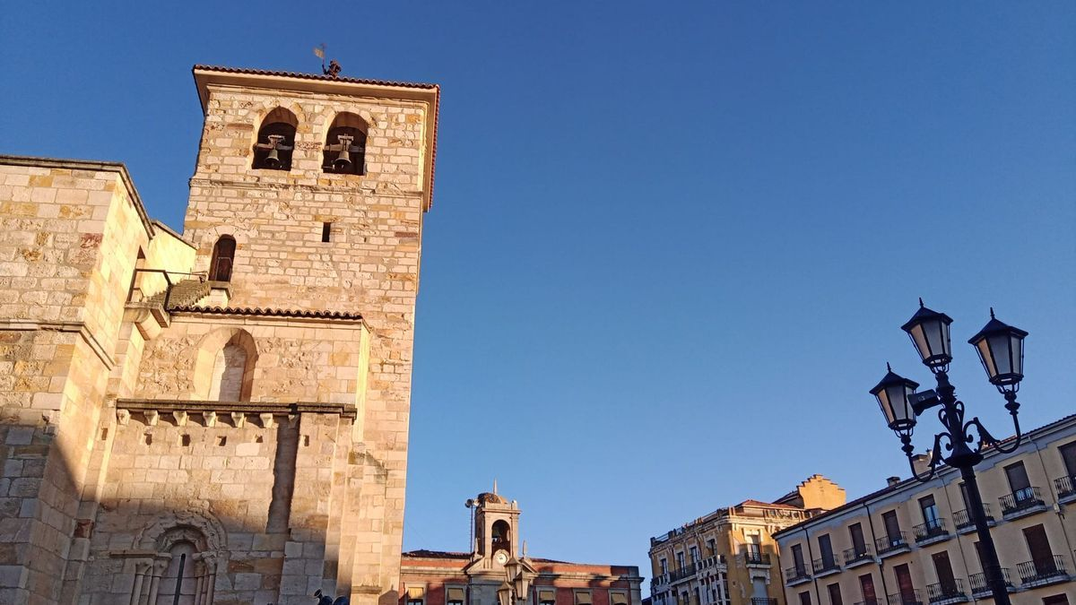 Sol en esta jornada de domingo. Plaza Mayor de Zamora capital.