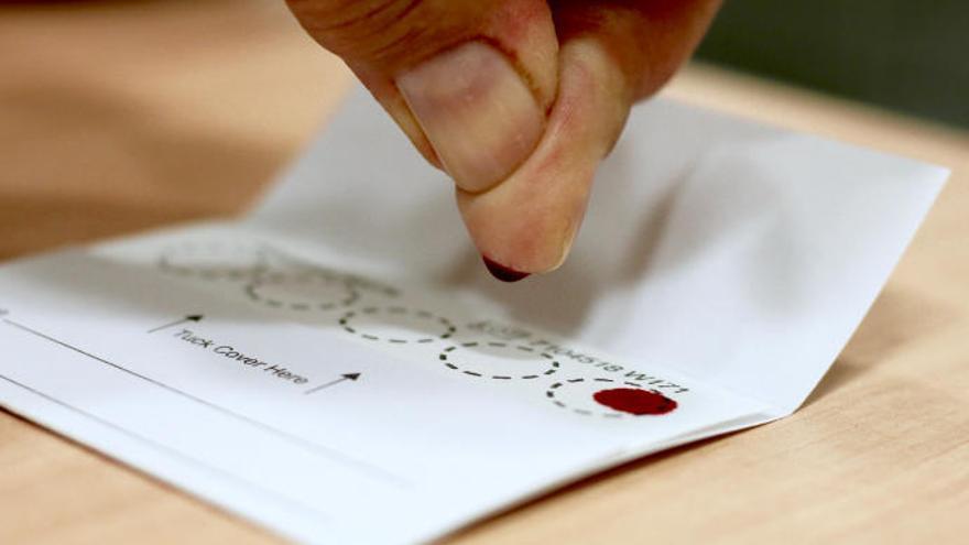 Una gota de sangre permite que más canarios se curen de la hepatitis C