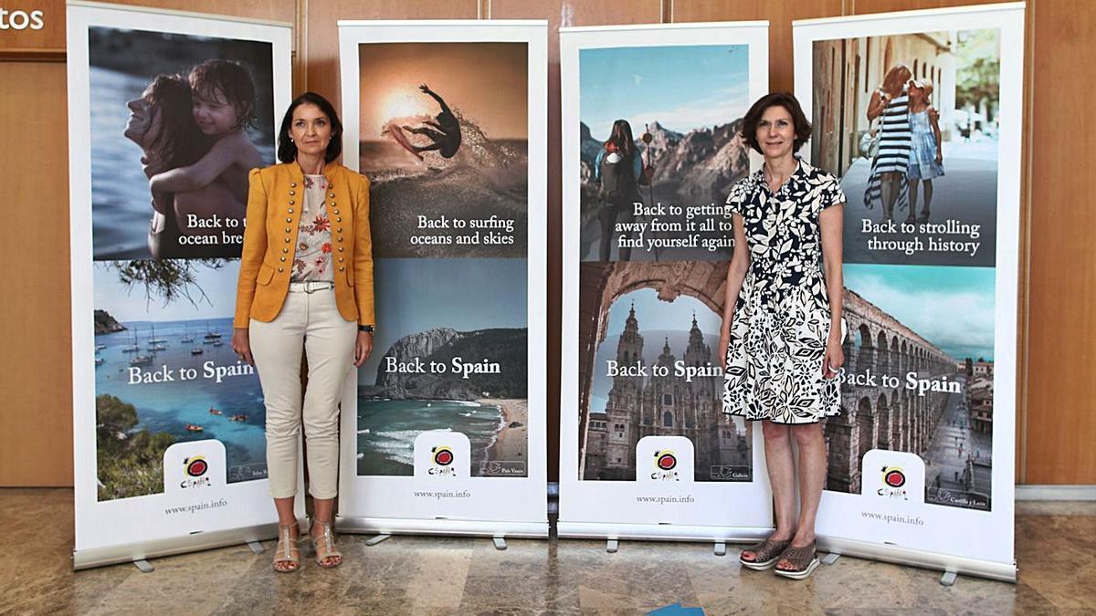 Bel Oliver, derecha, en un acto con la ministra Maroto en su etapa de secretaria de Estado. | E.PRESS/EDUARDO PARRA
