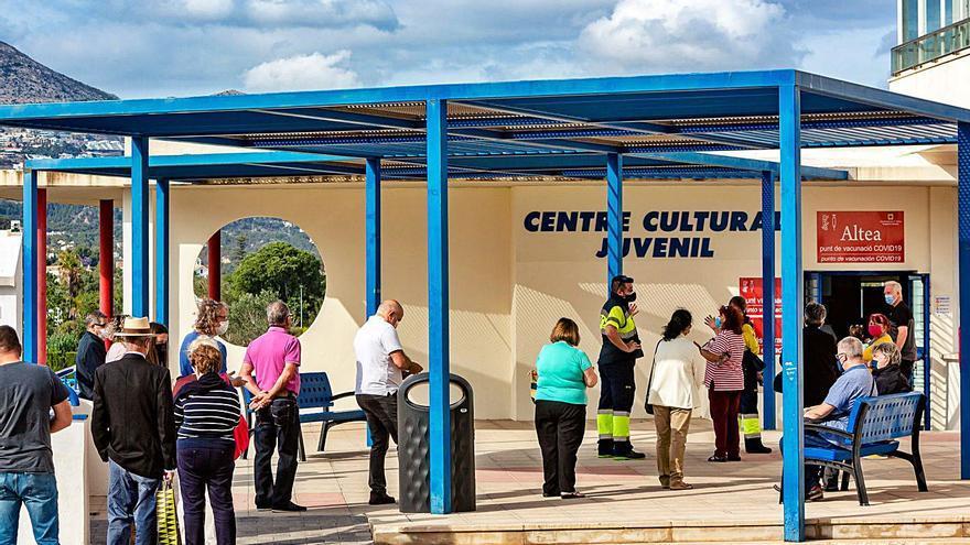 Sanidad rechaza el ofrecimiento de Marzà para vacunar a los alumnos en sus institutos