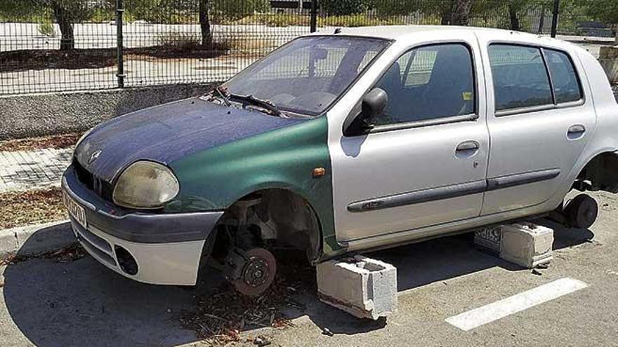 Los residentes de sa Teulera exigen a Cort que retire los coches abandonados