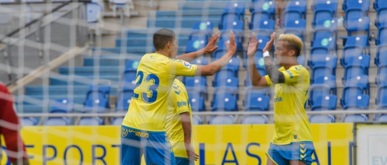 Adalberto Peñaranda celebra su tanto en el Grancanaria con Unai Vega, el pasado viernes, en la disputa del sexto amistoso de la pretemporada.