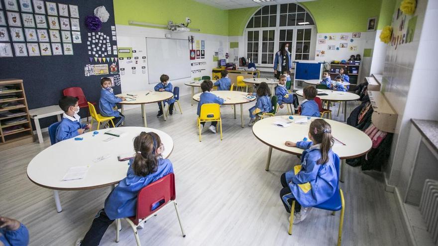 Asturias contabiliza 41 aulas y 877 estudiantes aislados en los últimos siete días por positivos en covid-19