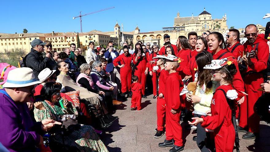 Carnaval de Córdoba 2020: color y humor en el Puente Romano