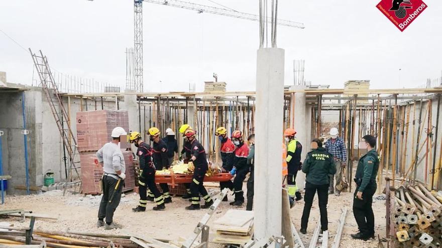 Herido un albañil en accidente laboral al caer desde una altura de tres metros en una obra en Torrevieja
