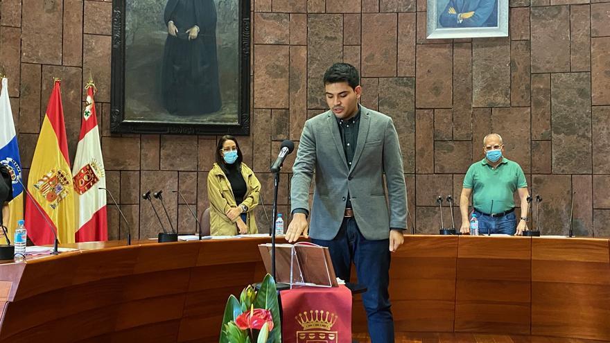 Aarón Rodríguez Ramos toma posesión de su acta como consejero del Cabildo de La Gomera