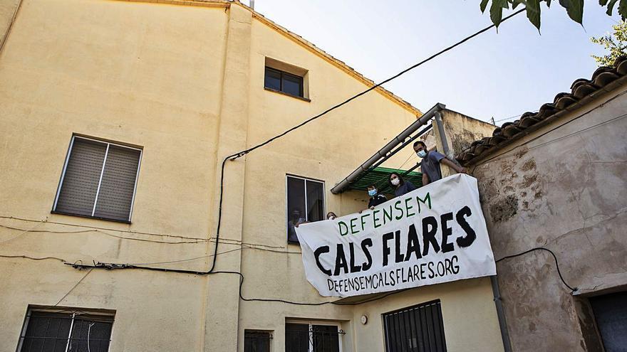 Alcoy se moviliza contra el desalojo del centro social y cultural Cals Flares