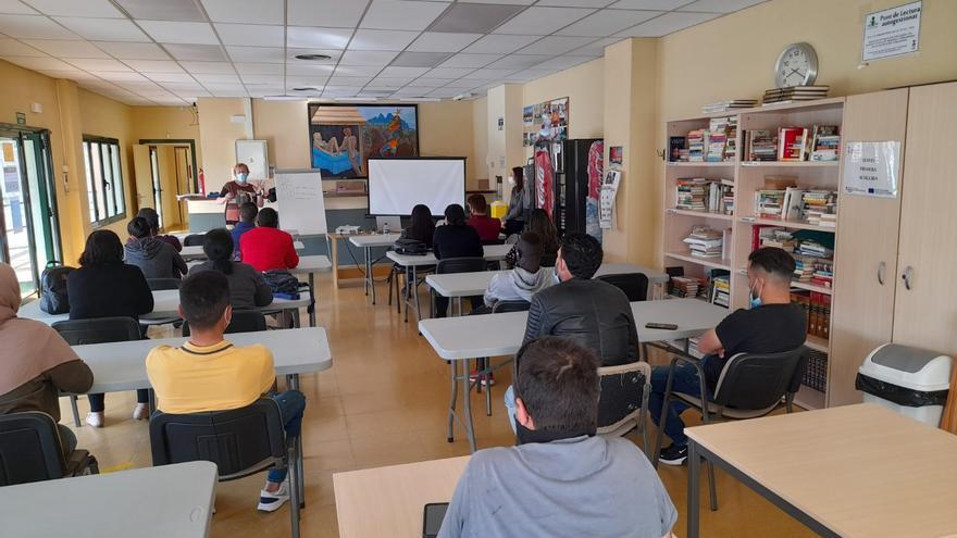 Vint-i-cinc persones realitzen el curs de primera acollida a Vilafant