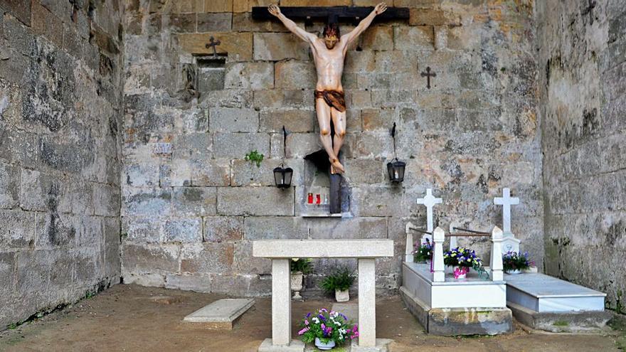 El Cristo de Leiro regresa a las ruinas de Santa Mariña Dozo