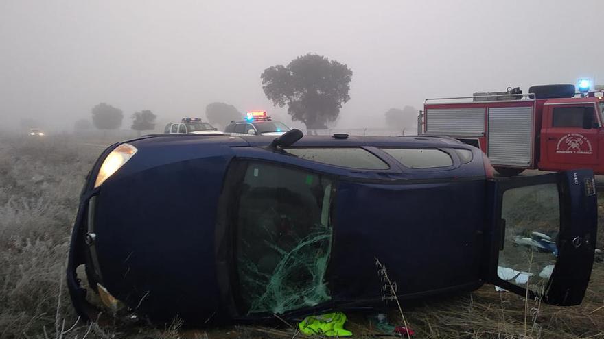 Estado en el que quedó el turismo tras el accidente de tráfico en la carretera de Mózar de Valverde.