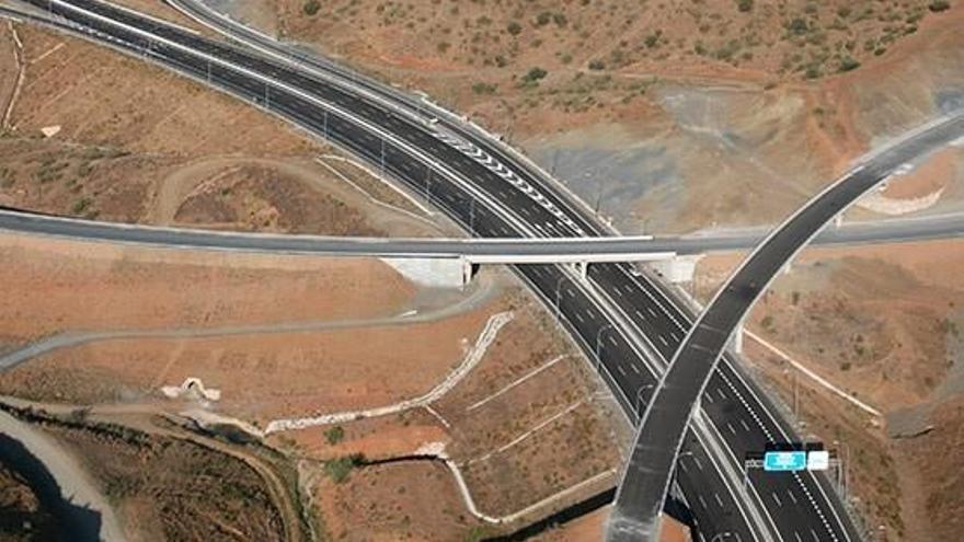 Sacyr sopesa vender la autopista de las Pedrizas