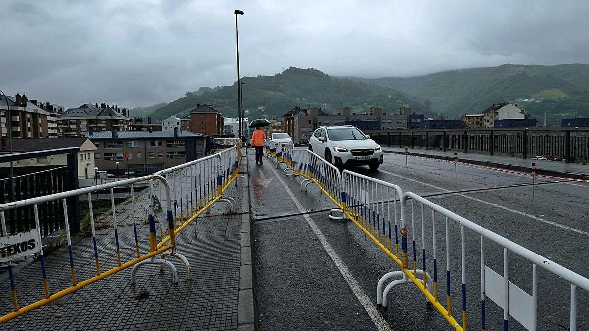 La zona dañada del puente Seana.
