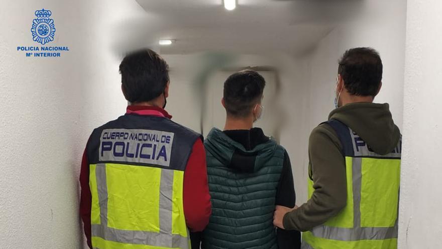 Detenido en Palma por cinco robos en un colegio de Alicante