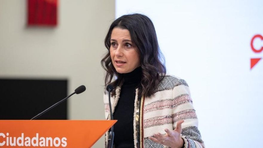 Arrimadas pide a Illa que dimita ya si quiere ser candidato en Cataluña