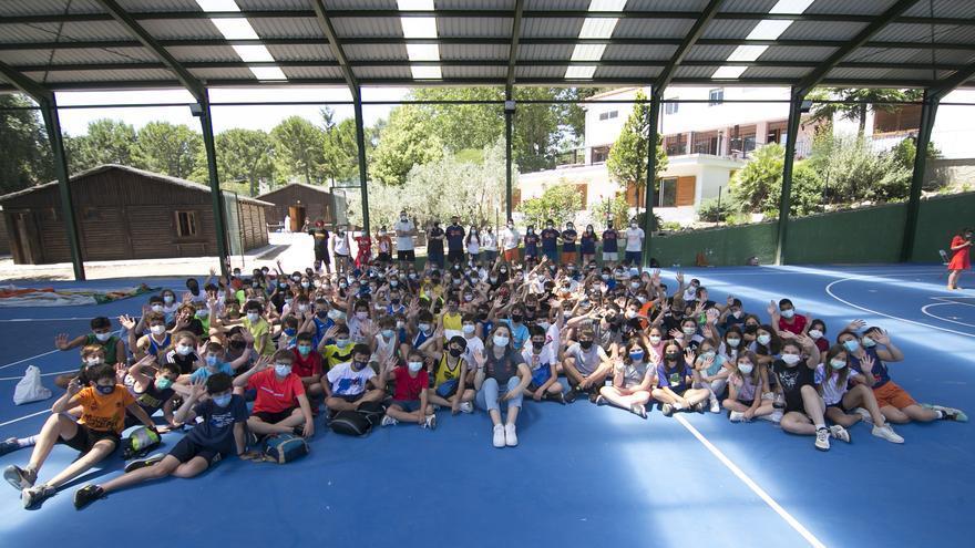 Lorena Segura visita el campus de verano del Valencia Basket