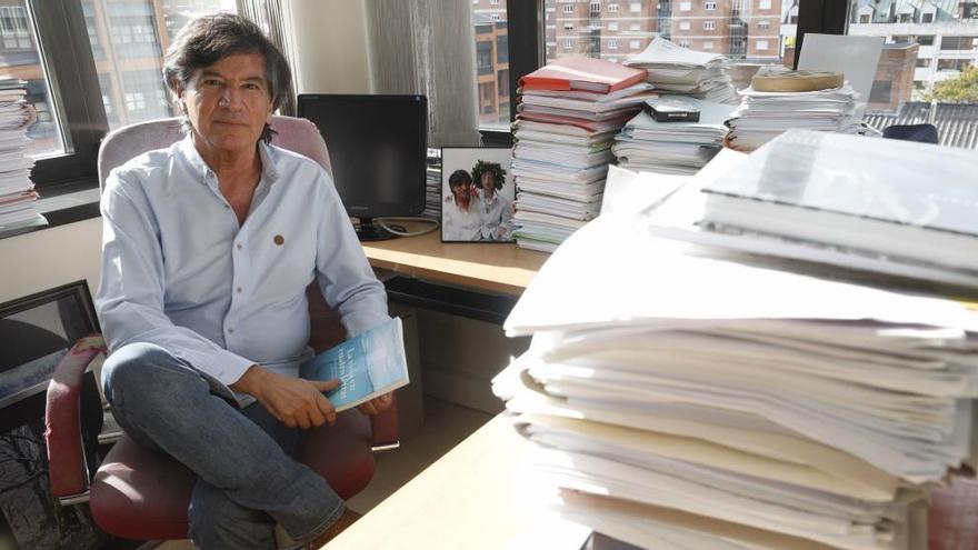 Los asturianos López Otín, Bobes y Varela, entre los científicos españoles más citados del mundo en la rama sanitaria