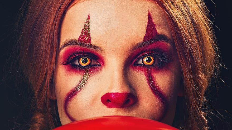 Lentilles, caretes, maquillatges, purpurina... el que diu el metge sobre les disfresses de Halloween