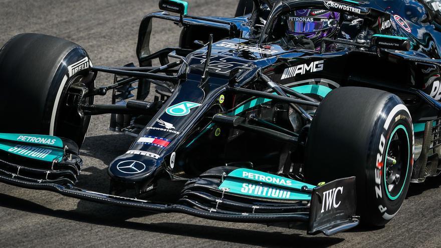 Los Mercedes dominan los segundos entrenamientos libres, con Alonso quinto